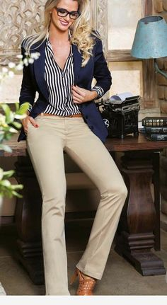 Business casual outfits for women, minimalistic business casual capsule. Office fashion, Womens office clothes and office fashion trends. Stylish Work Outfits, Business Casual Outfits, Work Casual, Classy Outfits, Casual Chic, Stylish Outfits, Business Attire, Office Outfits, Mode Outfits