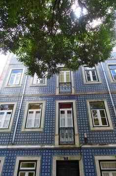 Schön aber auch: das Wahren der Tradition - eine Häuserfront aus Azulejo-Kacheln. Foto: Claudia Schuh