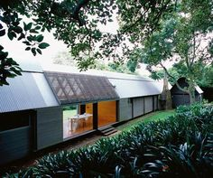 Glenn Murcutt - Fredericks / White House, Jamberoo (C) Anthony Browell. Australian Architecture, Architecture Design, Green Architecture, Glen Murcutt, Shed Homes, Facade, Villa, House Design, House Styles