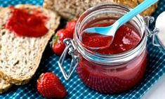 Last Minute Strawberry Jam recipes - Social Cooking Engine Jam Recipes, Canning Recipes, Paleo Recipes, Recipies, Tostadas, Jelly Desserts, Strawberry Jam Recipe, Strawberry Picking, Good Food