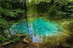Unul dintre cele mai frumoase lacuri din România se găsește în Parcul Național Cheile Nerei. Știți numele lui?