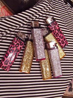 Image uploaded by ♥. Find images and videos about pink, girly and gold on We Heart It - the app to get lost in what you love. New Heart, We Heart It, Cool Lighters, Custom Lighters, Pastel Balloons, Lighter Case, Puff And Pass, Pipes And Bongs, Glitter