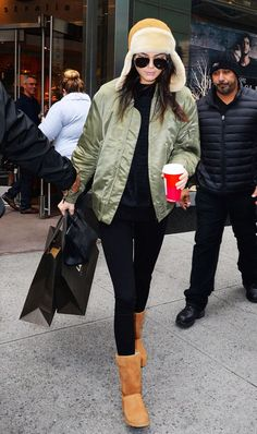 UGG boots and leggings outfit ideas