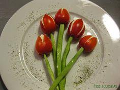 Tomaten-Tulpen mit Frischkäsefülle
