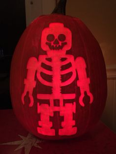 Lego skeleton pattern by Stoneykins. Carved on a real pumpkin by WynterSolstice. 2015.
