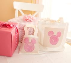DIY: Minnie Mouse Stamped Tote Bags