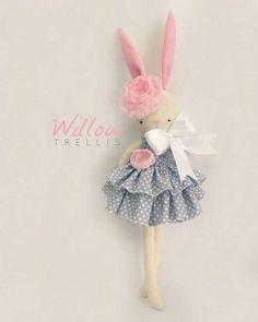 Szövetek és gyapjú játékokhoz, babákhoz Tild et al VK Sewing Crafts, Sewing Projects, Fabric Toys, Sewing Dolls, Soft Dolls, Stuffed Animal Patterns, Diy Doll, Handmade Toys, Doll Patterns