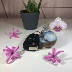 Seashell and Sand Resin Keyring Seashells, Epoxy, Etsy Store, Glass Vase, Resin, Presentation, Product Launch, Layout, Cap