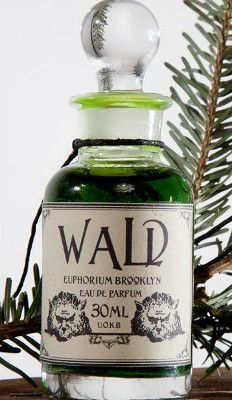 Wald Euphorium Brooklyn is a balsamic, woody, smoky and earthy Aromatic Fougere fragrance featuring thuja, fir, elemi, olibanum, juniper, artemisia, labdanum, clove, nutmeg, fern, grass, honey, maple sap, moss, fruity notes, vetiver, oud, birch, castoreum and soil tincture. - Fragrantica