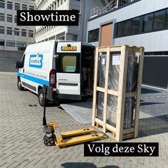 Deze Sky zal naar zijn eindbestemming worden gebracht. Deze Sky zal de eye catcher van het huis worden. Voor meer info bezoek onze website www.de/boers.nl of mail naar info@de-boers.nl 0653645378 uw haardenspecialist.