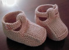 Ravelry: Sandals sample by Debbie Bliss - Best Knitting Pattern Knitting For Kids, Baby Knitting Patterns, Baby Patterns, Free Knitting, Knitting Projects, Knit Baby Shoes, Knit Baby Booties, Brei Baby, Crochet Baby