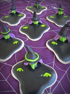melting wicked witch cookies for Halloween or for an awesome Wizard of Oz party Halloween Goodies, Holidays Halloween, Halloween Treats, Happy Halloween, Halloween Party, Halloween Biscuits, Halloween Baking, Halloween Buffet, Purple Halloween
