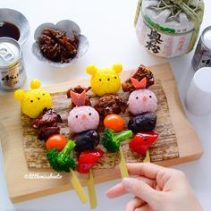 Have some cute yakitori! Bento Recipes, Baby Food Recipes, Bento Ideas, Japanese New Year, Kawaii Bento, Out To Lunch, Eat Your Heart Out, Bento Box Lunch, Home Food