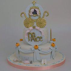 Cinderella é o tema do aniversário da Alice  #lisfonseca #lisfonsecasugar #lisfonsecasugarcraft #sugar #sugarcraft #cake #cakedesign #bolo #bolodecorado #boloinfantil #festa #festainfantil #kidsparty #cinderella #cinderellacake #cinderelladecor