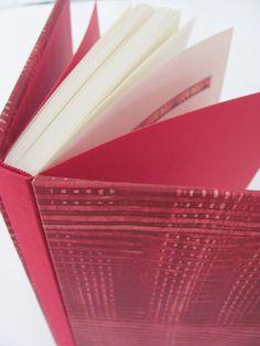 Bradel com revestimento paste paper, produzido no Estúdio Lupi - by Lu Pimenta