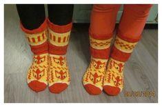 Suomi on miljoonien villasukkien maa – kuvaa meille omasi Knit Socks, Knitting Socks, Mittens, Fashion, Fingerless Mitts, Moda, Fashion Styles, Fingerless Mittens, Fashion Illustrations