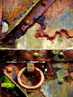 Notice the continents of Patina . A whole world in Rust. Rust Never Sleeps, Rust Paint, Rust In Peace, Peeling Paint, Nature Artwork, Rusted Metal, Art Abstrait, Beautiful Textures, Rust Color