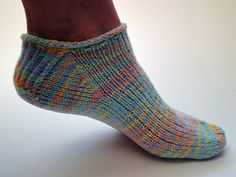 Travel Socks - free pattern - a very portable knit project! Knitted Slippers, Crochet Slippers, Knitted Bags, Knit Or Crochet, Loom Knitting, Knitting Socks, Knitting Patterns Free, Free Knitting, Free Pattern