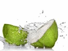 The amazing health benefits of Coconut water, Coconut water can be used as a sports drink, and can naturally remedy dehydration. Coconut water has endless health benefits. Cocktail Fruit, Natura Plant, Coconut Water Benefits, Weight Loss Water, Coconut Oil Uses, Coconut Milk, Coconut Drinks, Coconut Recipes, Sports Drink