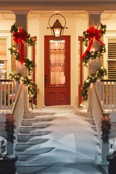 Time to plan your Christmas porch decor. Today we have some festive inspiration to help you decorate the best Christmas porch ever. Easy Christmas Porch Decor Id… Noel Christmas, All Things Christmas, Winter Christmas, Magical Christmas, Simple Christmas, Door Bows Christmas, Christmas Trivia, Winter Porch, Christmas Cactus
