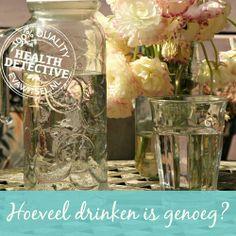 De veel gemaakte fout bij het drinken van water | www.evawitsel.nl Water, Mason Jars, Glass Vase, Decor, Gripe Water, Decoration, Mason Jar, Dekoration, Inredning