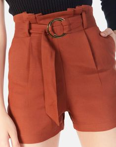 Shorts Outfits Women, Short Outfits, Stylish Outfits, Fashion Outfits, Vintage Summer Outfits, Look Con Short, Balloon Pants, Short Suit, Shorts With Tights