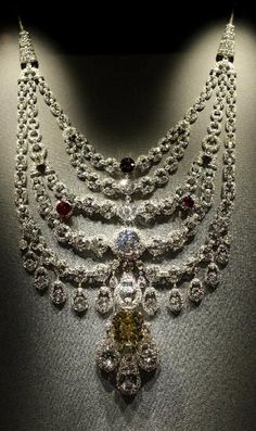 The Maharaja's Crown Jewels ~ The Patiala Necklace - 1928 - by Cartier Paris - De Beers Diamond - Made for Bhupinder Singh, Maharaja of Patiala Royal Jewelry, Men's Jewelry, Indian Jewelry, Antique Jewelry, Jewelery, Vintage Jewelry, Fine Jewelry, Jewelry Design, Jewelry Accessories