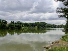 Plan d'eau de 28 ha autour duquel vous pourrez pratiquer de nombreuses activités. Côté loisirs terrestres, un boulodrome, un parcours santé, des jeux d'enfants et des pistes pour vélo vous permettront de profiter à tout âge d'un agréable moment de détente. Concernant les loisirs aquatiques, vous pourrez pratiquer la voile, l'aviron et la pêche. Destinations, Lacs, Moment, River, Nature, Outdoor, Rowing, Dance Floors, Veil