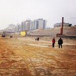 De dag voor de opbouw van de strandtenten.