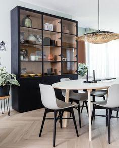 Home Interior, Kitchen Interior, Home Living Room, Apartment Living, Living Room Furniture, Home Furniture, Appartement Design, Cabinet Design, Diy Room Decor