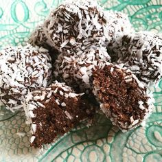 Healthy chocolate balls with banana, raw balls, healthy chocolate balls, Vegan Sweets, Healthy Sweets, Vegan Snacks, Healthy Baking, Vegan Desserts, Raw Food Recipes, Healthy Snacks, Snack Recipes, Free Recipes