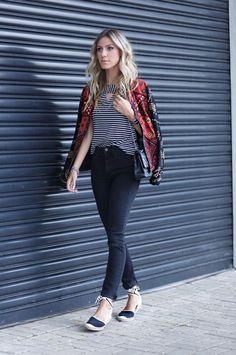 Confiram um look casual com jeans, espadrille e muito bordado! Uma ótima opção de produção confortável, porém arrumadinha e cheia de estilo. Vejam completo.