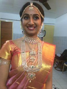 Kanjivaram Sarees Silk, Pure Silk Sarees, Necklace Designs, Jewellery Designs, South Indian Weddings, Bold Necklace, Indian Bridal Wear, Bridal Jewelry, Beaded Jewelry