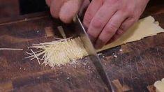 Jak si jednoduše připravit výborné domácí nudle | TelevizeSeznam.cz Coconut Flakes, Spices, Food, Spice, Essen, Meals, Yemek, Eten
