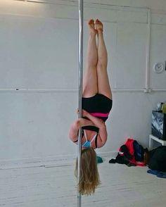 Saw @heidihildersley do this trick so gave it a go at @harmonyrowstudio today #pole #poledancer #scottishpoledancers #dance #calisthenics #stronggirls #fitgirls #girlswholift #girlswithmuscle #polefitness #polesports #unitedbypole #DrPole by maggierostron