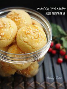 Baking Taitai 烘焙太太: Easy Salted Egg Yolk Cookies (1) 简易咸蛋黄奶油酥饼 (中英加图对照食谱)
