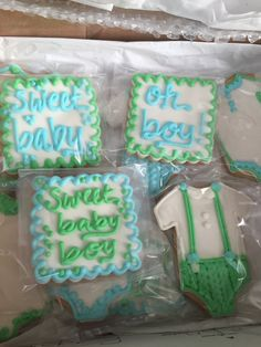 Look at how sweet these baby boy cookies are. Thanks @breewest !