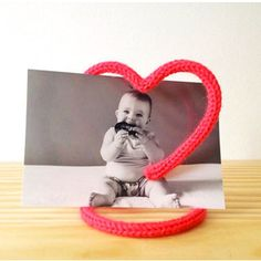 I cord picture frame Wire Crafts, Metal Crafts, Fun Crafts, Diy And Crafts, Spool Knitting, Baby Knitting, Crochet Diy, Yarn Bombing, Diy Décoration
