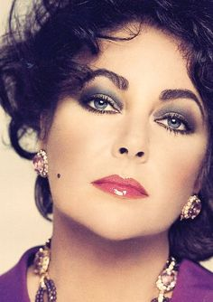 Elizabeth Taylor, age wears her signature color, purple, to match her violet eyes. by Francesco Scavullo Hollywood Icons, Golden Age Of Hollywood, Hollywood Glamour, Hollywood Stars, Old Hollywood, Classic Hollywood, Francesco Scavullo, Divas, Elizabeth Taylor Schmuck