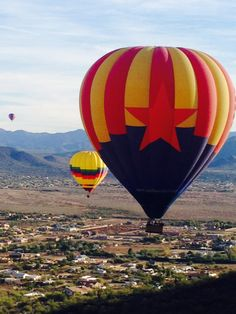 Great way to start a Monday - #BalloonRidePhoenix with Rainbow Ryders!  http://www.rainbowryders.com/hot-air-balloon-rides-phoenix/