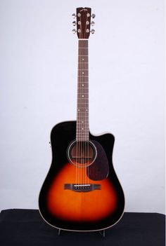 The ManneDesign DFM -CE is an acoustic guitar with cutaway. It's equipped with a Fishman Isys preamp Pro and the guitar can be connected directly to external power amplifiers and mixers for larger concerts.