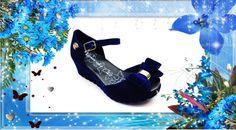 Linda sandália disponível nas numerações infantis e para as mamães. Aproveite para combinar com sua filha nesta charmosa sandália.