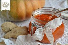 Confettura di zucca e zenzero, una deliziosa composta dolce e piccante ideale per accompagnare formaggi a media stagionatura e anche freschi.
