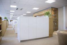 Hoogglans witte kantoorkast.