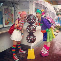Harajuku Girls in the Group Board ♥ HARAJUKU (JAPANESE FASHION) http://www.pinterest.com/yourfrenchtouch/harajuku-japanese-fashion