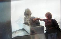 #magiaswiat #włochy #podróż #zwiedzanie #europa #blog #rzym #asyż #capri Capri, Lion Sculpture, Statue, Blog, Painting, Europe, Painting Art, Blogging, Paintings