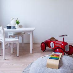 Kids room. Nice styling by @introinteriordesign #osloboligfoto #interior #interior2u #interior123 #interior4all #interior_and_living #interiorphotography #mostamazinginterior #realestatephotography #reslestatephotographer #krogsveen #kidsroom by mayveronikamoen