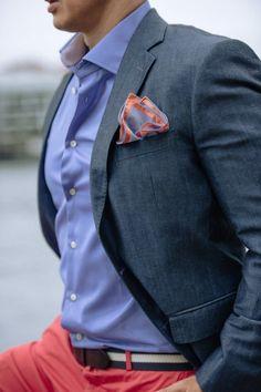Para usar un accesorio hay que saber cómo, GQ nos enseña los 6 mandamientos de un pañuelo en el bolsillo. www.gq.com.mx/moda/articulos/panuelos-de-bolsillo-para-caballeros/2070