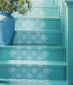 Escadas coloridas podem ser o toque que falta na sua casa