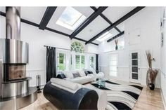UNIQUE CONTEMPORARY HOME     Wilton, CT     Luxury Portfolio International Member - William Raveis Real Estate, Mortgage & Insurance